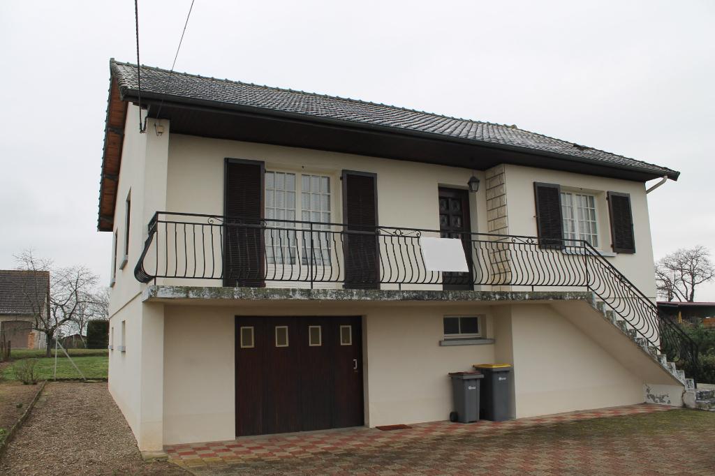 Cosne d'Allier - Maison individuelle en bordure de village avec vue dégagée sur 1630 m2 de terrain.