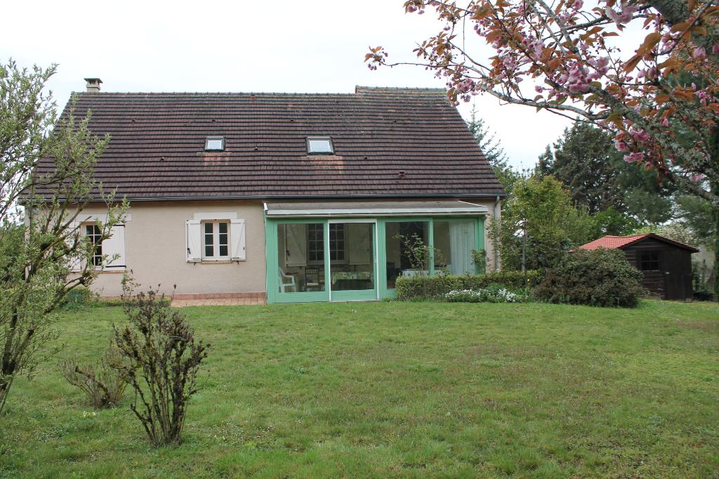 Cerilly - Une belle maison individuelle de 140m² à la sortie du village, sur 2024m² de terrain.