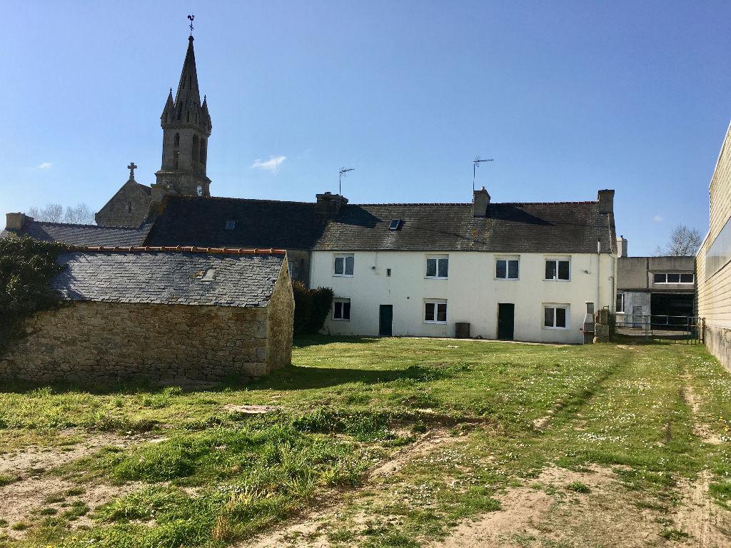 SOUS COMPROMIS- TREOUERGAT -Maison de village 170 m2  avec terrain