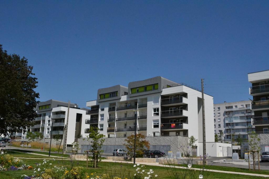 BREST KERINOU - Appartement T3 de 67m² dans résidence récente avec une place de parking
