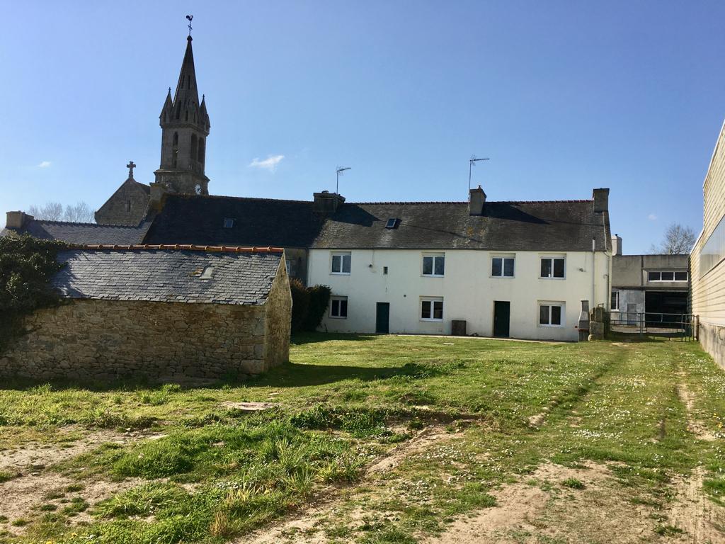 TREOUERGAT -Maison de village 162 m2  avec terrain