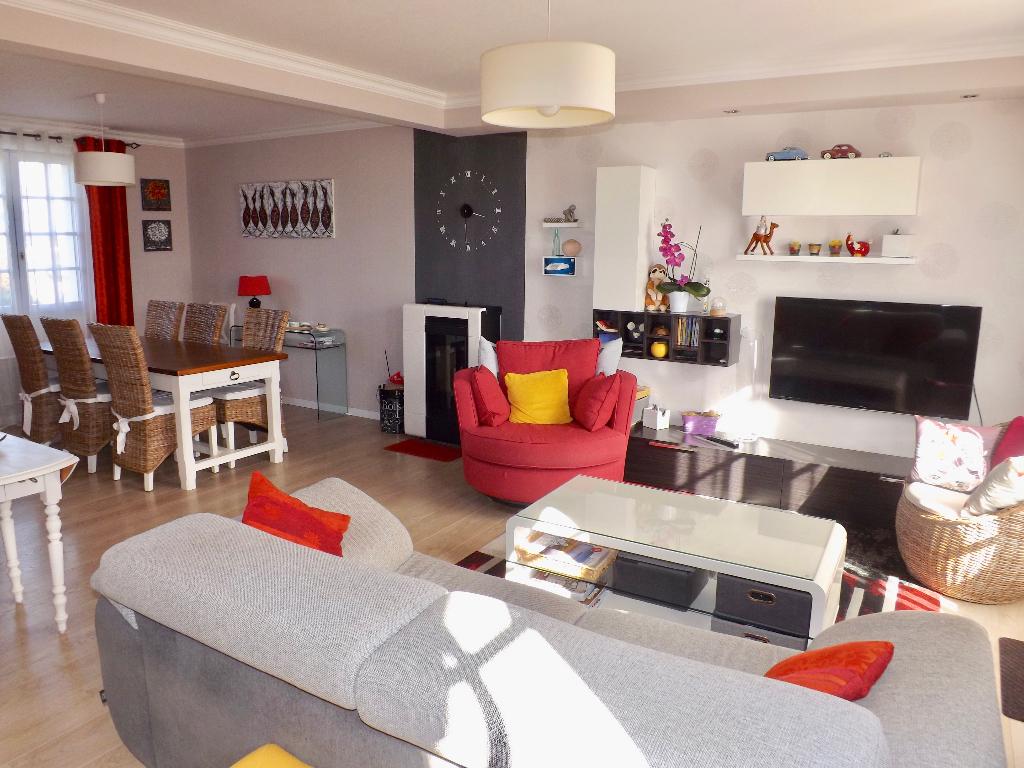 LANRIVOARE Centre Maison néo-bretonne 124 m2  4 chambres sous-sol
