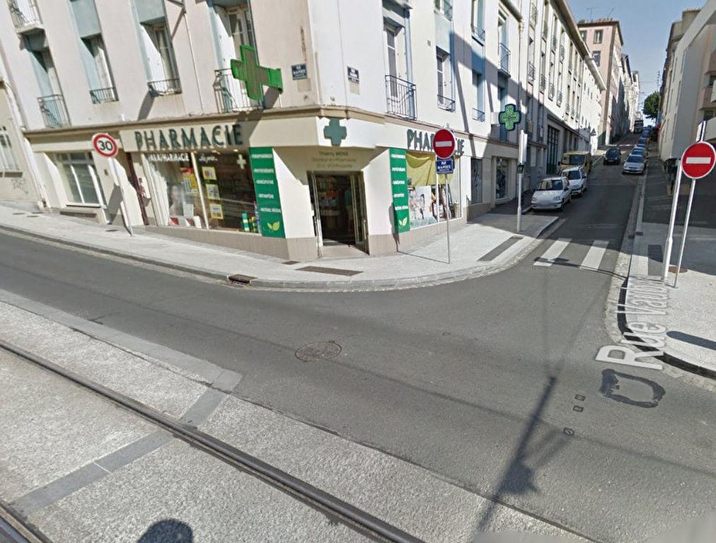 Recouvrance local de 157m² devant le tram- Accès PMR