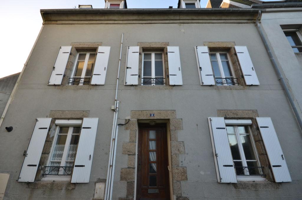 SAINT-RENAN : Centre Ville  - Maison 4 chambres à rénover