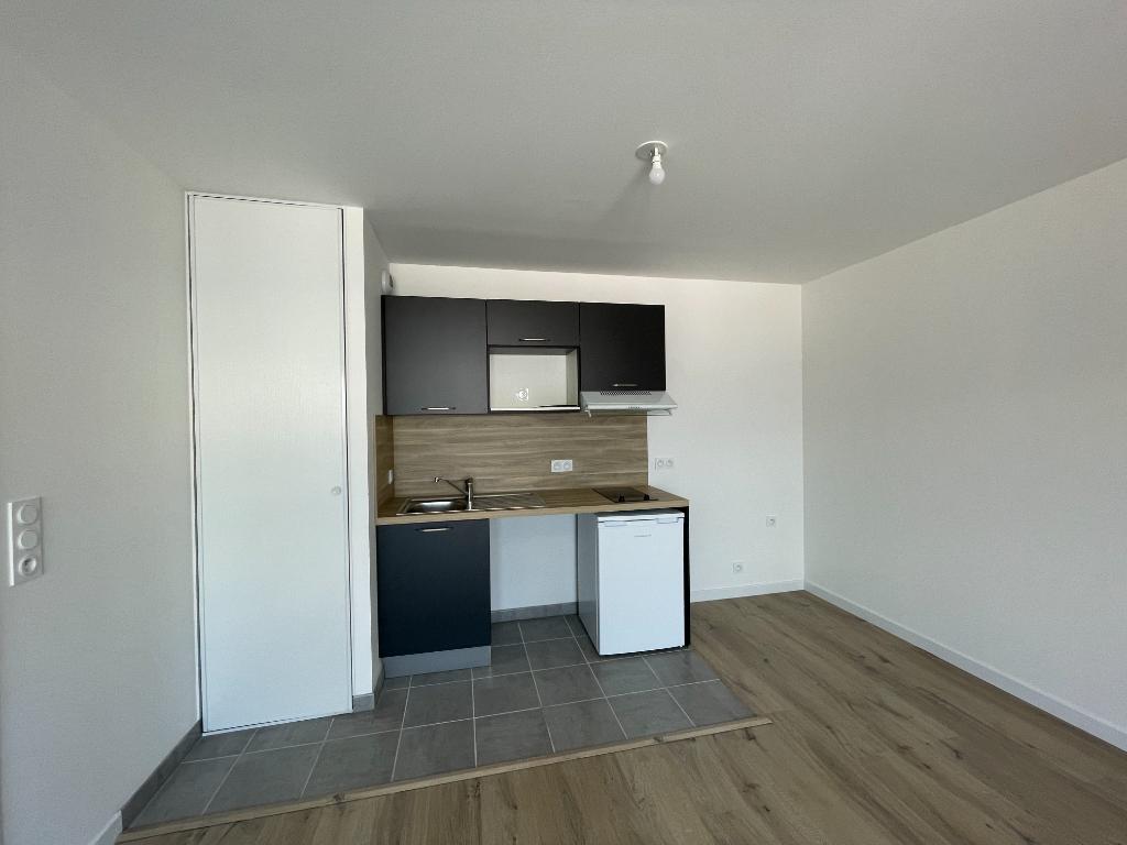 BREST SAINT MICHEL - Appartement T2 récent de 42m² avec parking et balcon