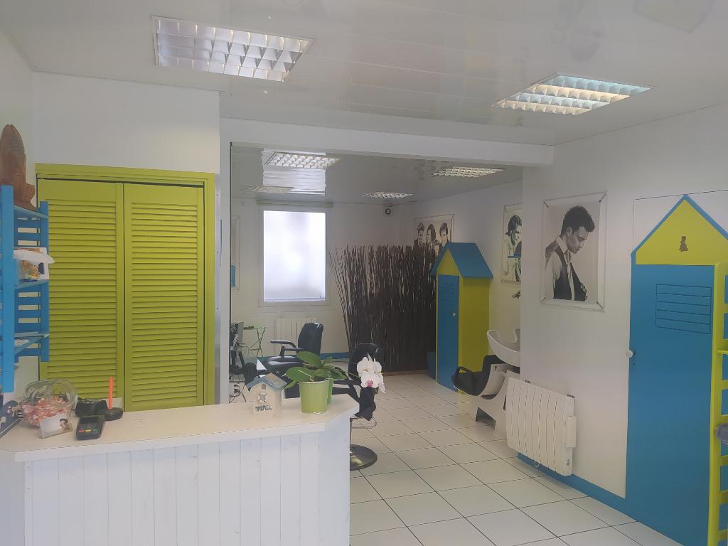 Local commercial  -  Rive droite -   1 pièce -  38 m2