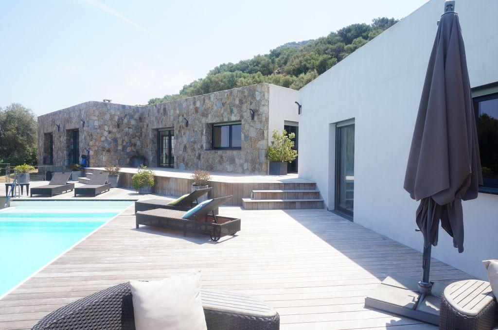 Ile Rousse Villa F6 290m2 contemporaine  récente avec  vue imprenable
