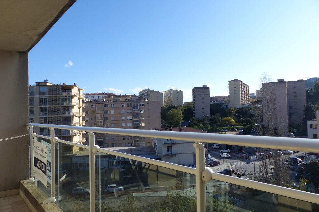 Ajaccio proche Rocade Appartement F3  lumineux de 68 m2 dernier étage