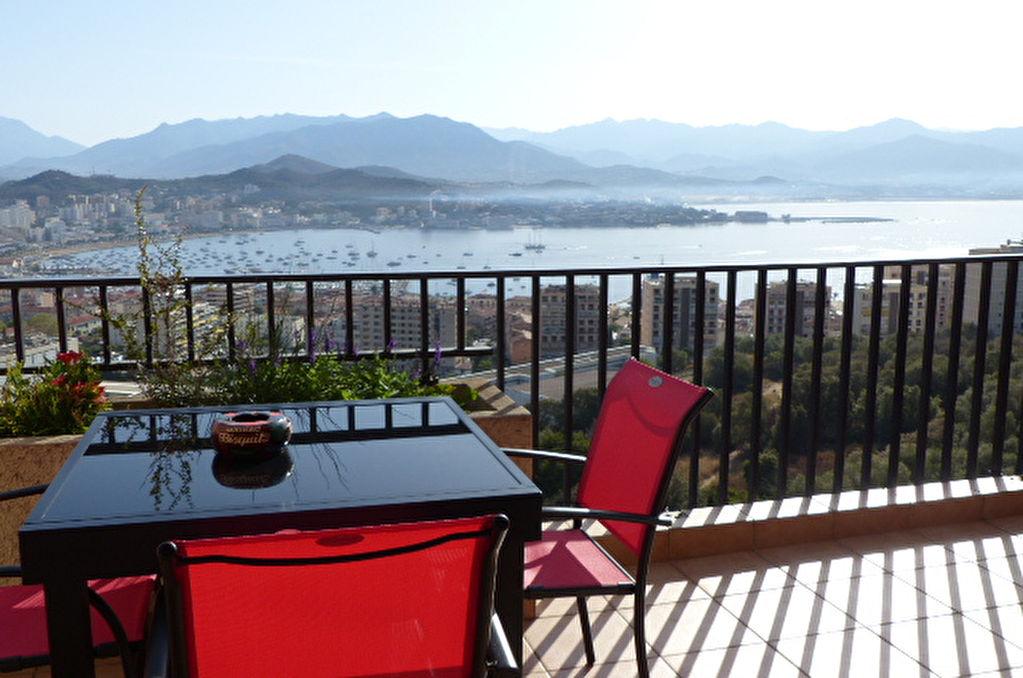 Ajaccio Appartement  traversant  3 pièce(s) 84 m2 belle vue mer