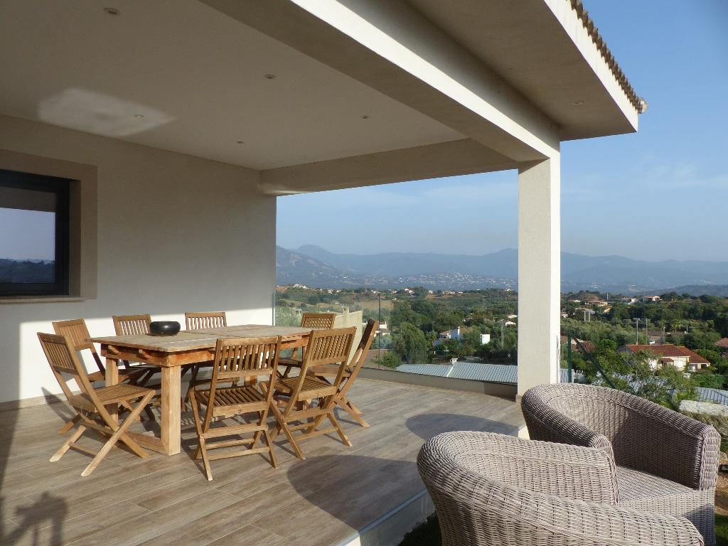 Afa charmante villa moderne 4 pièce(s) 170 m2 avec garage et dependance