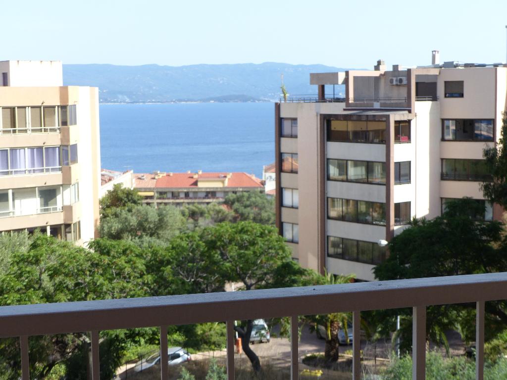Appartement Ajaccio Quartier Balestrino 4 pièce(s) 111 m2 petite vue mer