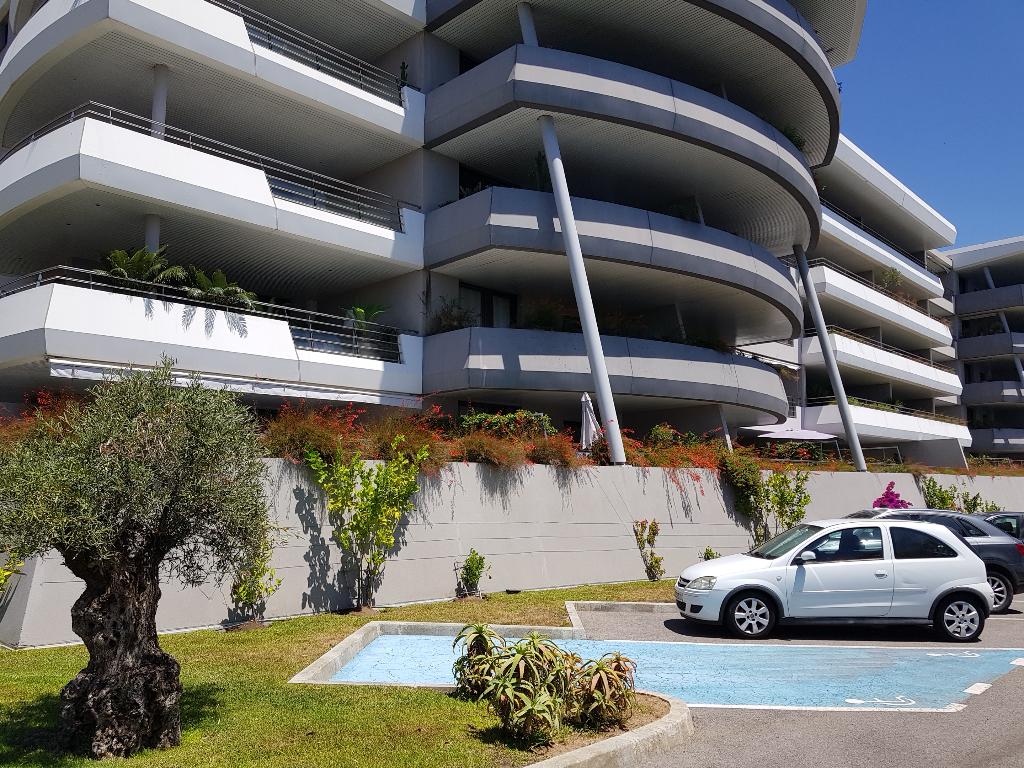 Ajaccio route des Sanguinaires  3 pièce(s) 110 m2  dans immeulble récent vue mer