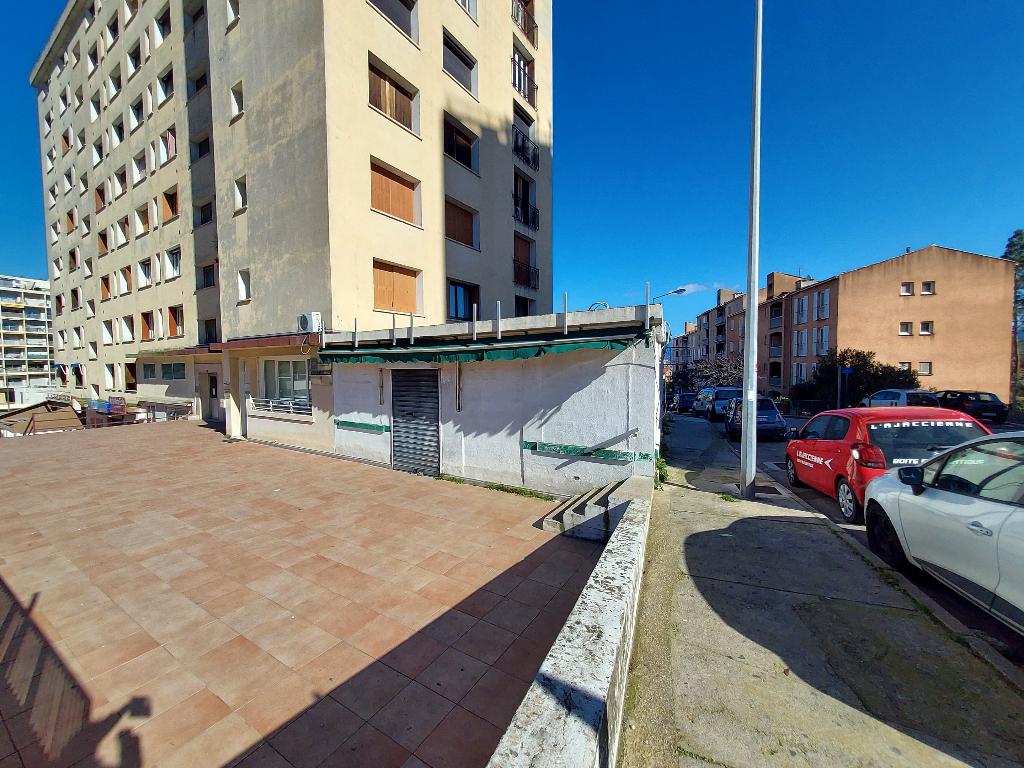 Local professionnel , murs commerciaux Ajaccio centre, proche laetitia de 90m2