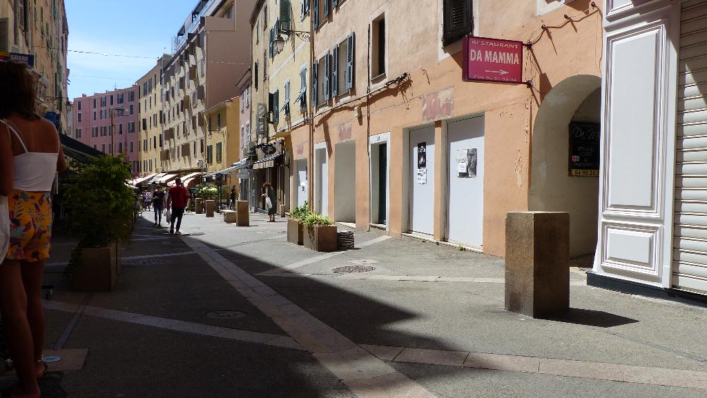 Ajaccio Appartement loft  de 94m² f2/f3  rue Fech centre ville