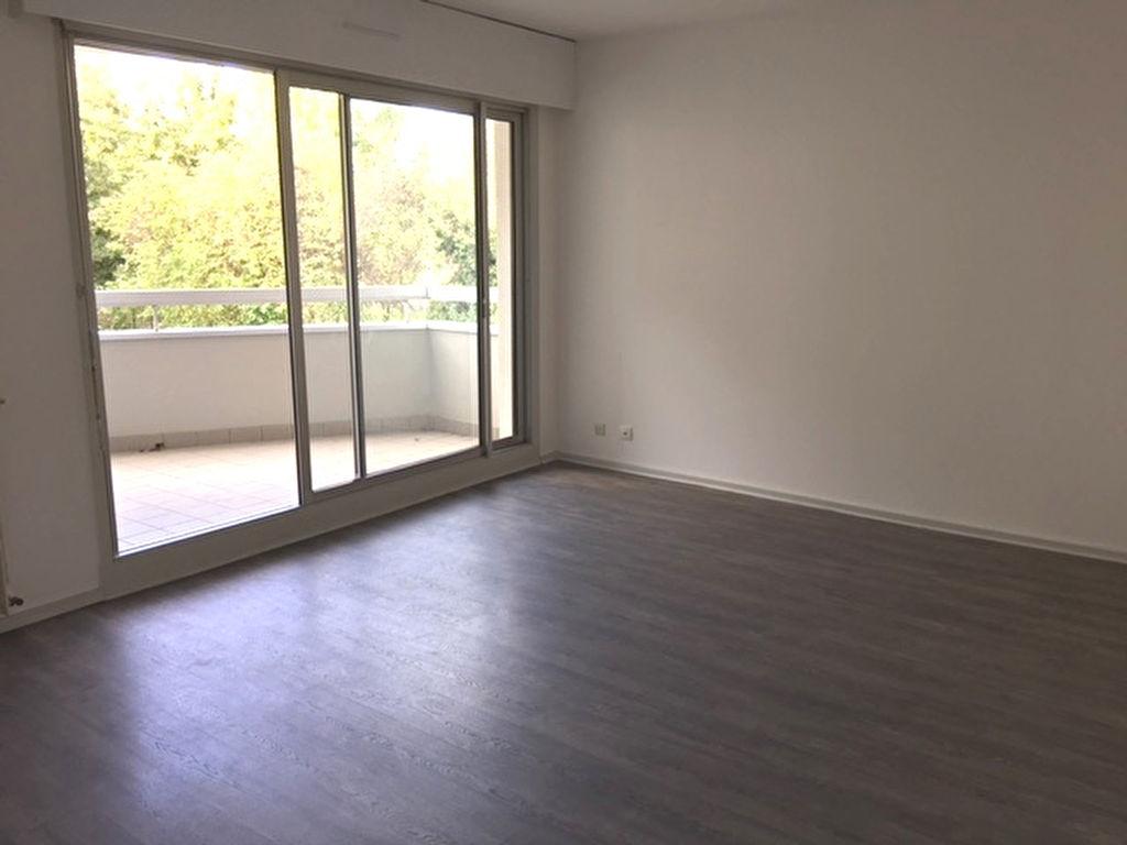 Riom Appartement F3 - balcon - ascenseur - parking