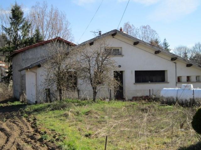 Noiretable Prox. maison et dépendances sur 1810m² de terrain