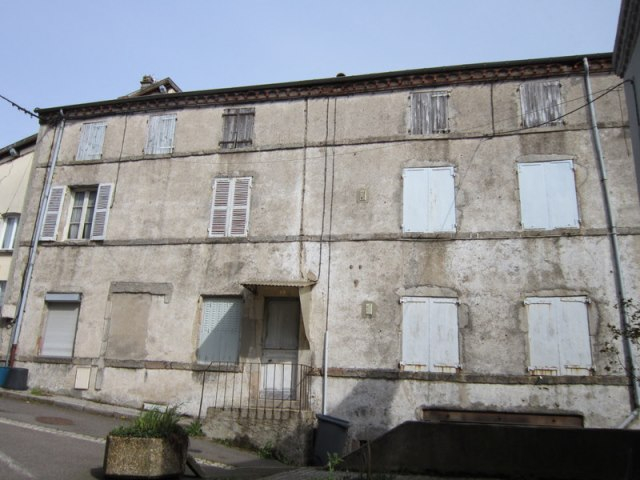 Noiretable maison de caractère 175 m2 et terrain