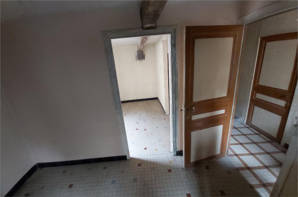 Cebazat studio en rez de chaussée à rénover