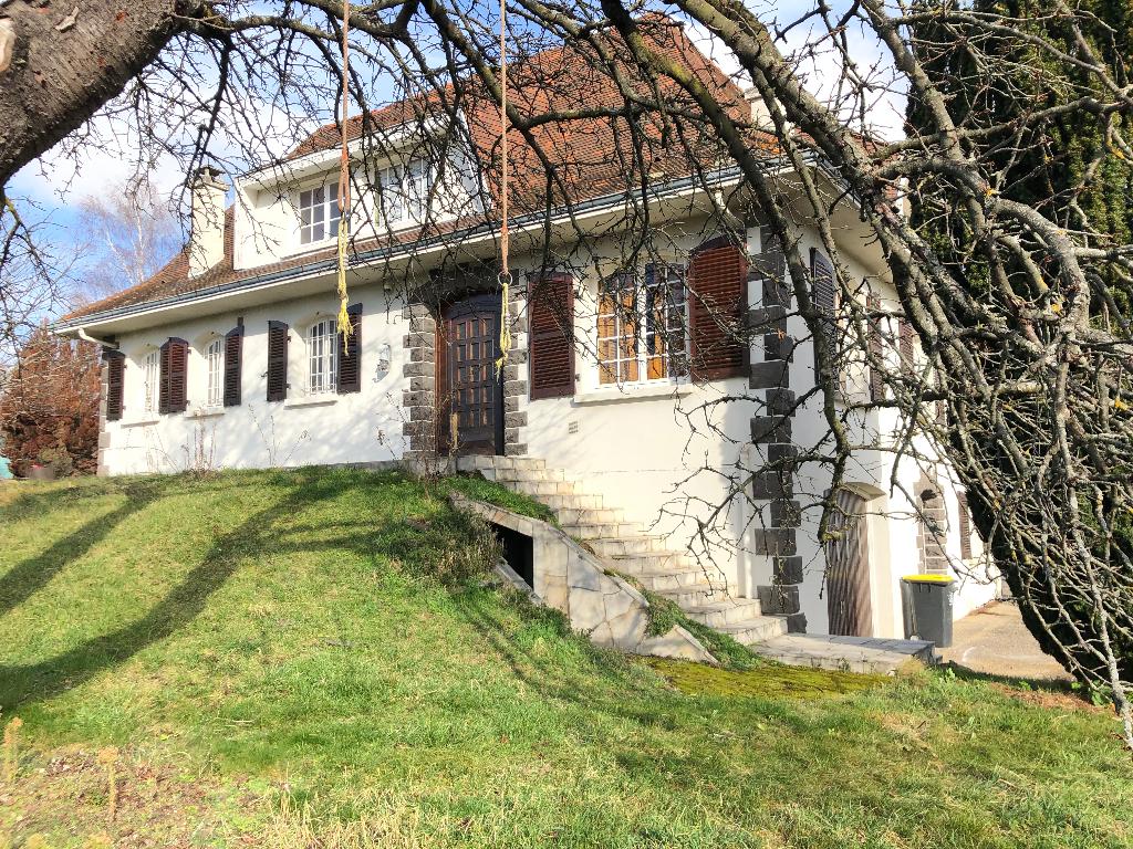 Chatelguyon grande maison de famille avec vue dégagée