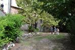 ORGON, Grande Batisse comprenant local commercial de 122m² , Appartement de type 4 de 118 m², cave avec accès jardin, grenier le tout sur  430 m² de parcelle cadastrale 2/15