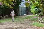 ORGON, Grande Batisse comprenant local commercial de 122m² , Appartement de type 4 de 118 m², cave avec accès jardin, grenier le tout sur  430 m² de parcelle cadastrale 4/15