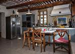 A vendre sur Joucas propriété sur 7 hectares de terrain comprenant de nombreuses dépendances idéal pour activité gîtes, chambres d'hôtes. 4/18