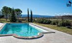 A vendre sur Joucas propriété sur 7 hectares de terrain comprenant de nombreuses dépendances idéal pour activité gîtes, chambres d'hôtes. 6/18
