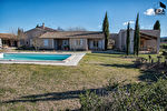 A vendre sur Joucas propriété sur 7 hectares de terrain comprenant de nombreuses dépendances idéal pour activité gîtes, chambres d'hôtes. 8/18