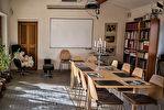 A vendre sur Joucas propriété sur 7 hectares de terrain comprenant de nombreuses dépendances idéal pour activité gîtes, chambres d'hôtes. 15/18