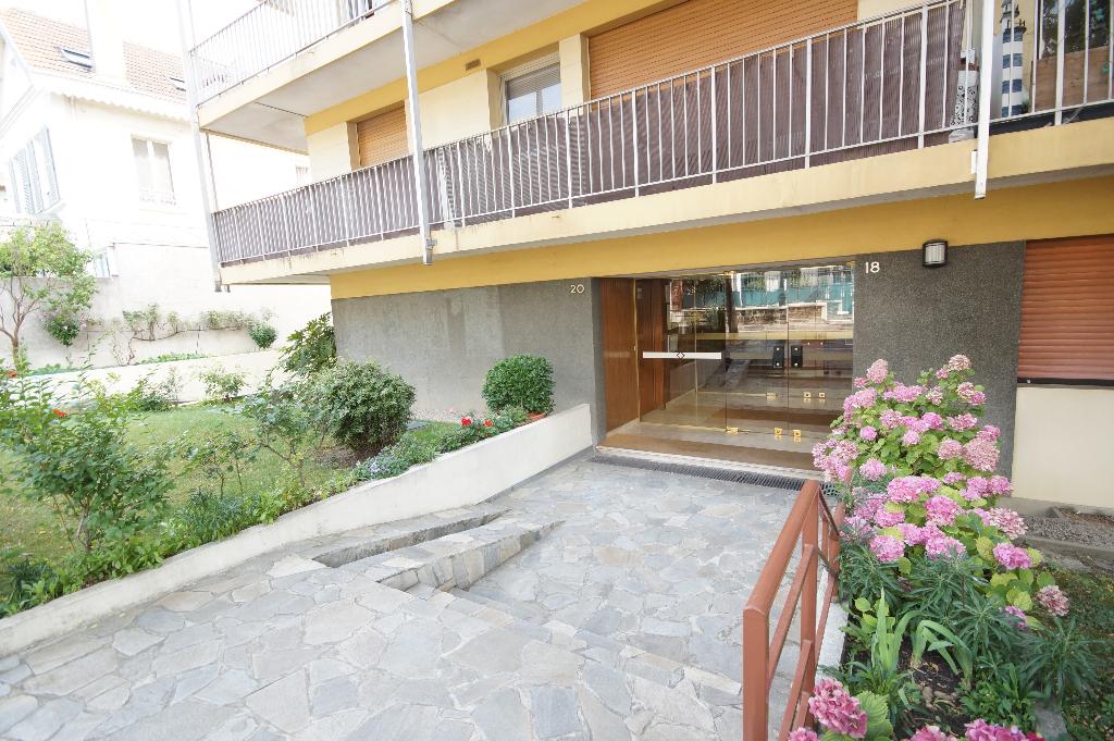 Appartement Courbevoie 3 pièce(s)  78 m2