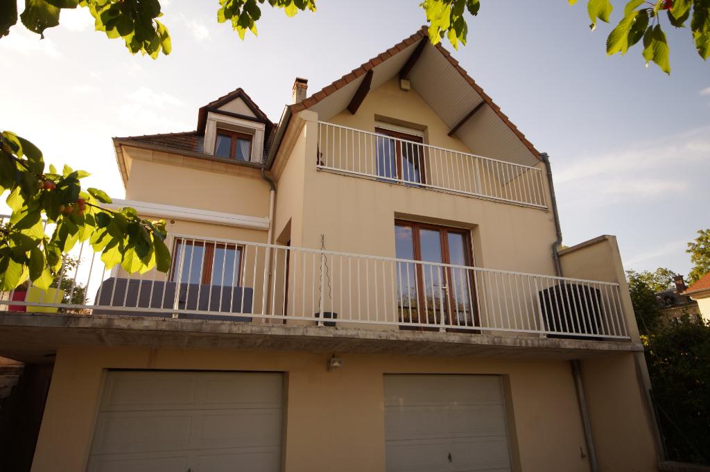 Maison LE MESNIL LE ROI - 7 pièce(s) - 145 m2