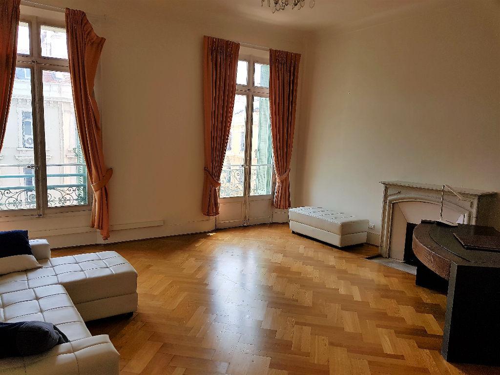 Cannes centre, appartement Bourgeois 6 pièces de 170 m²