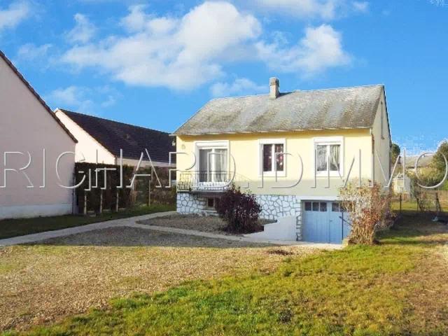 LORCY - Maison 3 chambres, 449 m² de Terrain, sous-sol total avec garage.