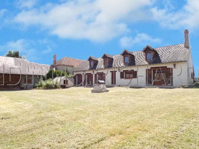 A VENDRE propriété avec diverses granges sur 2723 m² de Terrain