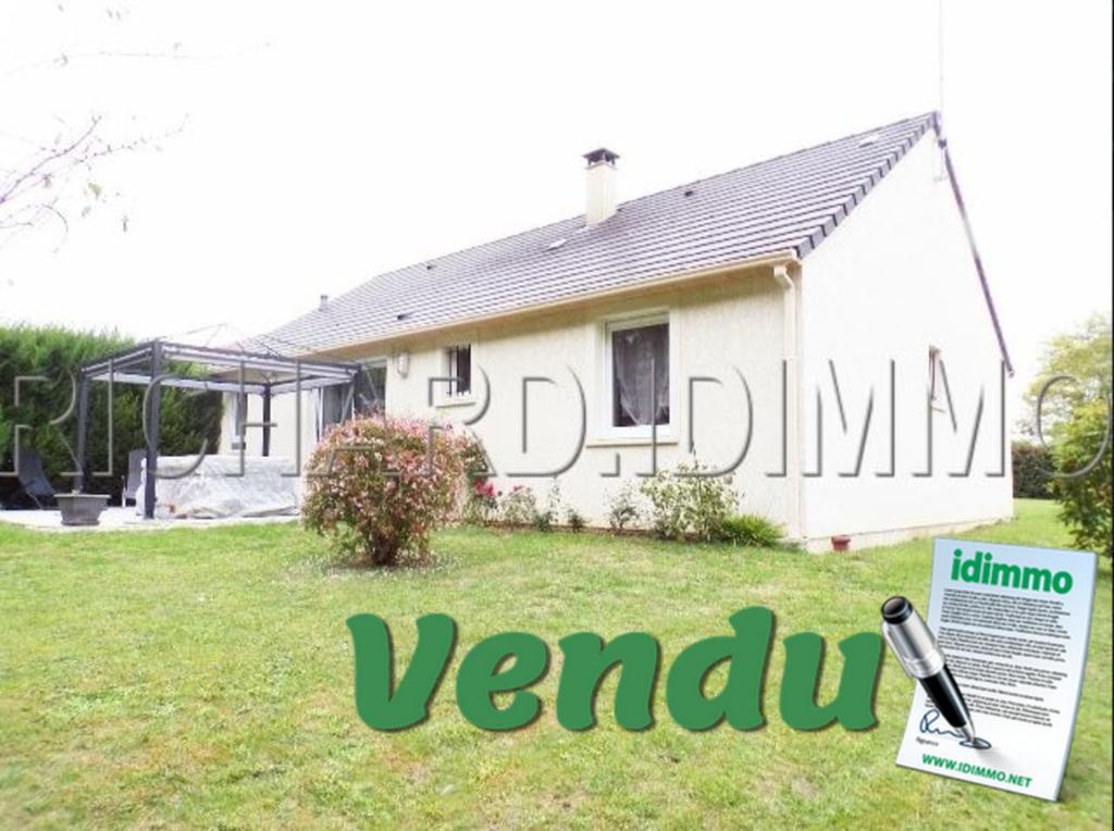 VENDU - LADON - Pavillon de plain pieds, 3 chambres, 923 m² de Terrain, garage attenant.