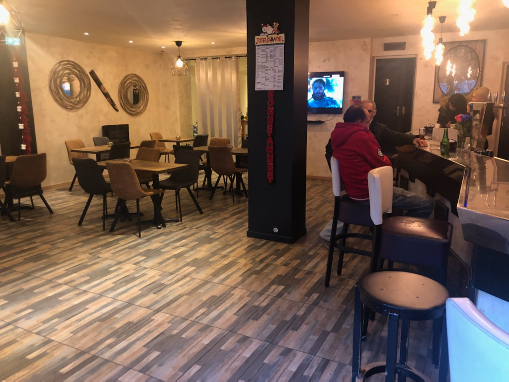 BAR- RESTAURANT  LIVRY GARGAN