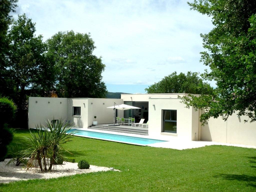 Uzès, 12k, splendide maison contemporaine, 156 m2 SH sur 1700m2 terrain, bel environnement
