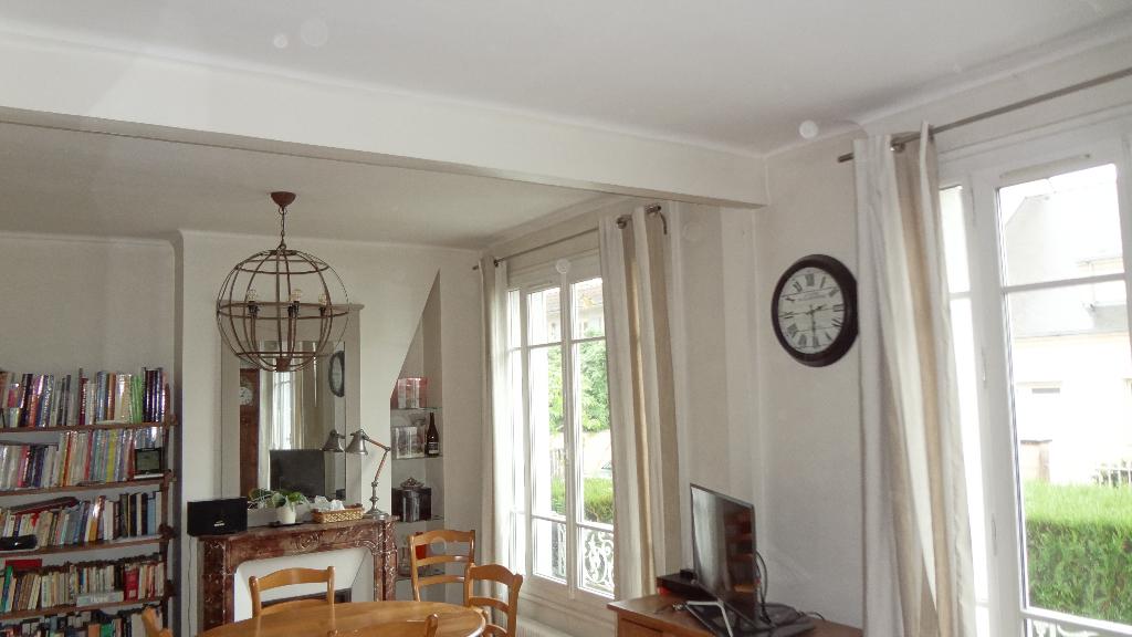 A vendre dans le quartier du Clos à Vélizy, une maison en excellent état !