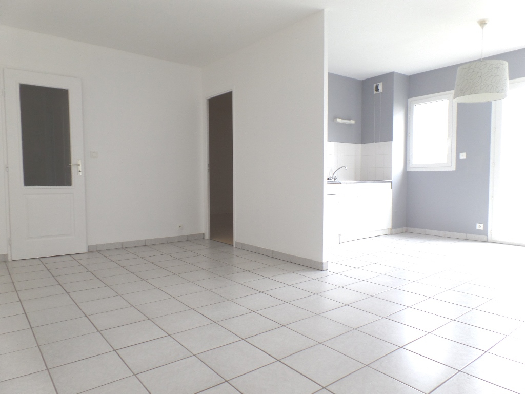 LOCATION BREST SAINT MICHEL APPARTEMENT T2 47 M² GARAGE CAVE