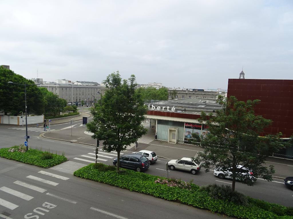 VENDU BREST  LIBERTE  APPARTEMENT  T3  82 M²  2 CHAMBRES DALLE  BETON ASCENSEUR