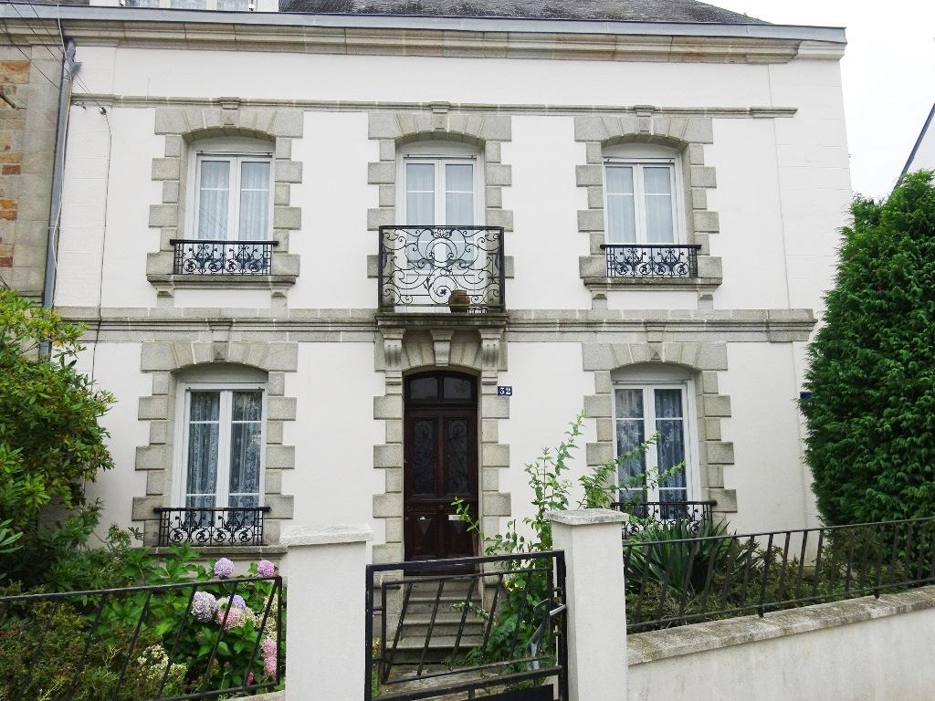 LORIENT : maison F10 (250 m²) en vente
