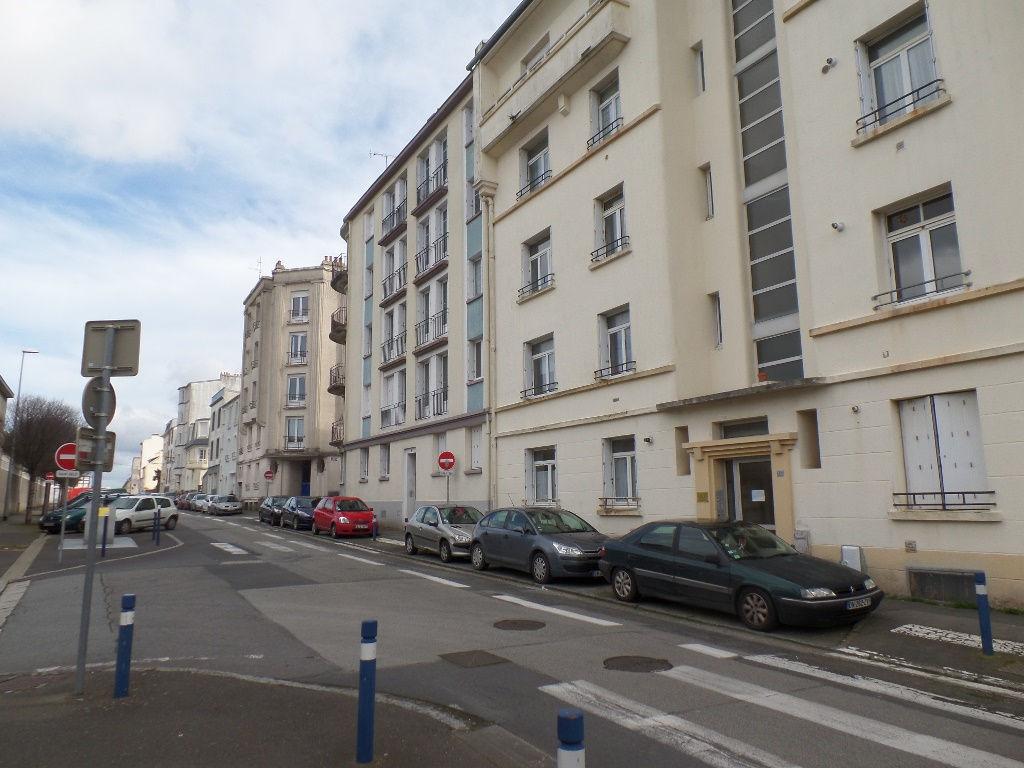 VENDU  BREST   FAC DE MEDECINE   LOTS DE  DEUX APPARTEMENTS T1 ET T1 BIS    22 ET 27 m² ACTUELLEMENT LOUE