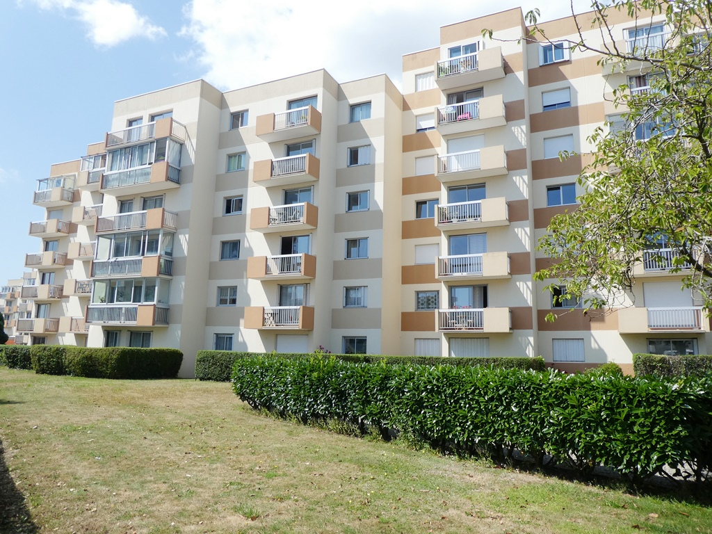 EXCLUSIVITE    BREST   STRASBOURG    APPARTEMENT T2   49M²    TERRASSE   PLACE DE PARKING EN SOUS-SOL