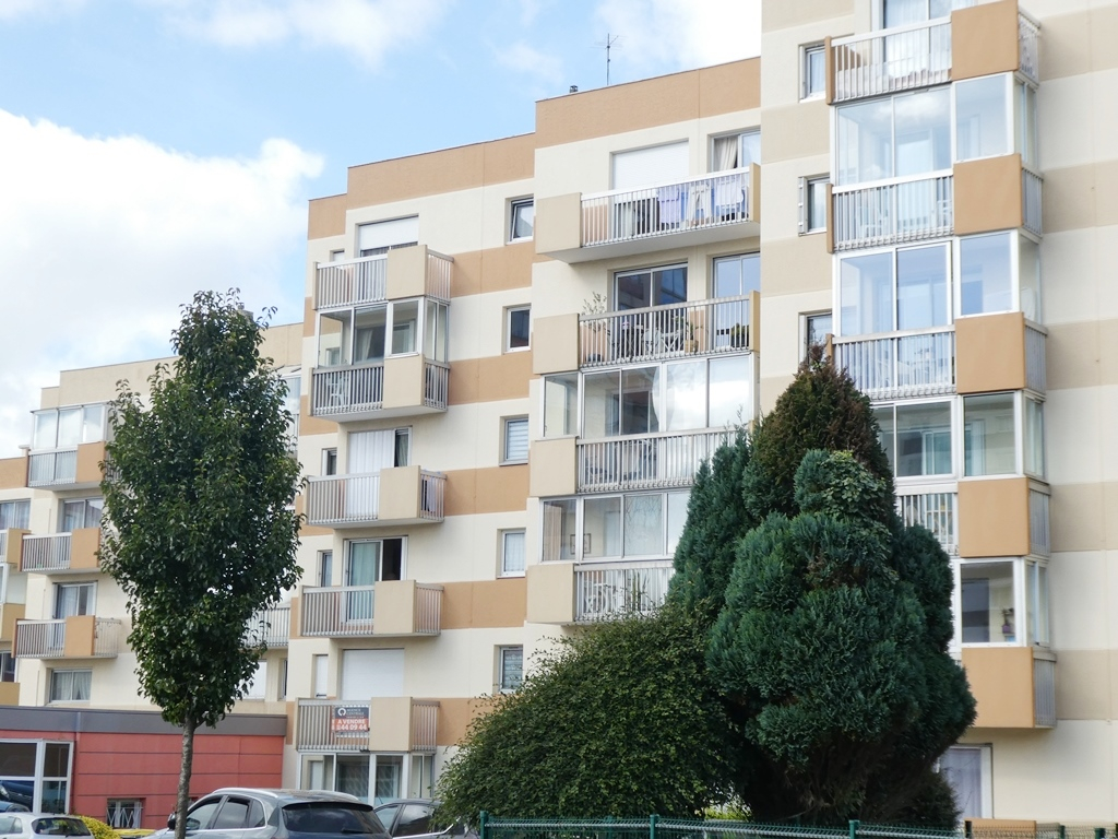 EXCLUSIVITÉ   BREST   STRASBOURG   APPARTEMENT  T4 de 81M²  BALCONS PARKING PRIVE EN SOUS SOL  GARDIEN