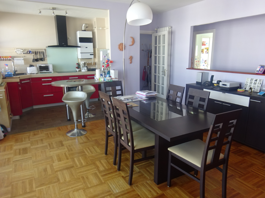 A VENDRE LORIENT CENTRE APPARTEMENT T3 de 73m² ASCENSEUR BALCON ET  PARKING FERME