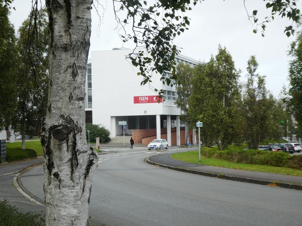 A VENDRE   BREST    LANREDEC   STUDIO   18M²   RÉSIDENCE SÉCURISÉE   GARDIEN   PARKING   LOCATAIRE EN PLACE