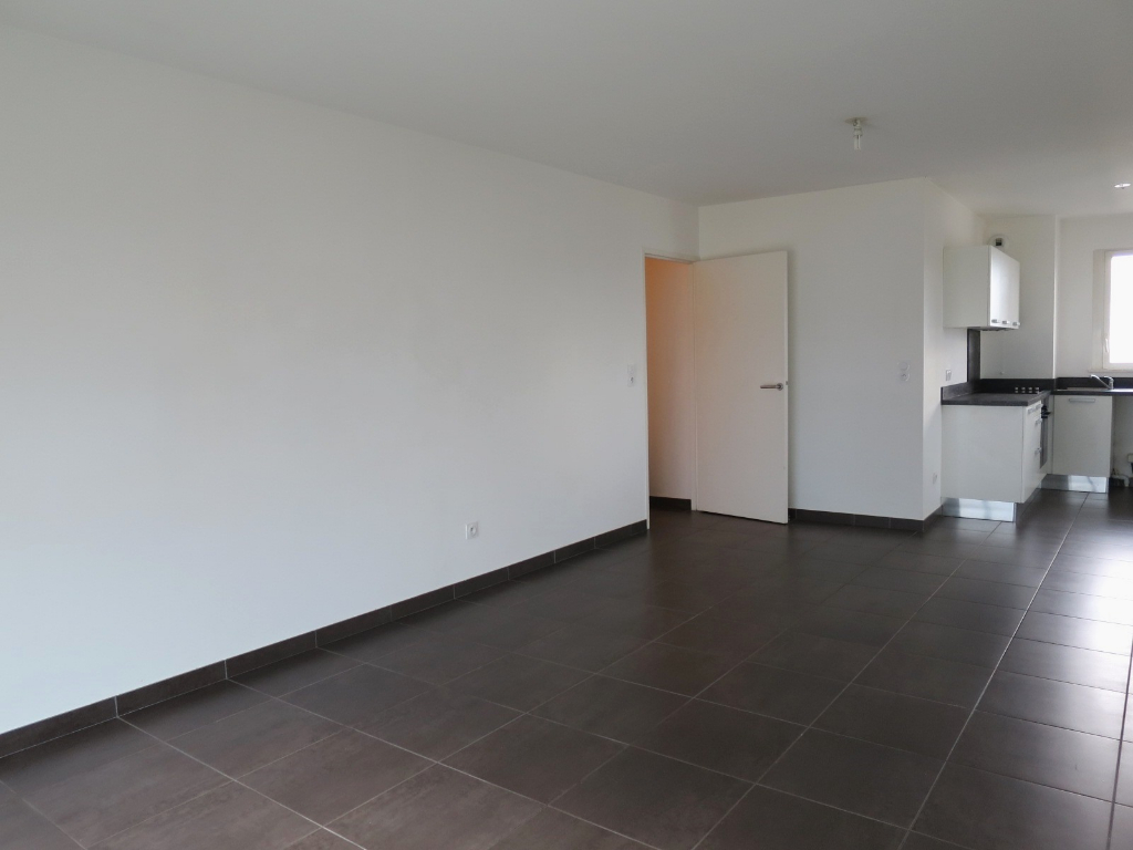 LOCATION BREST STRASBOURG APPARTEMENT T2 51.40 M² RESIDENCE BBC  PARKING VUE MER