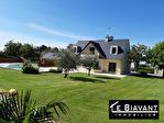 Maison de 154 m2 sur 2450 m² de terrain avec piscine couverte et deux doubles garages. 1/13