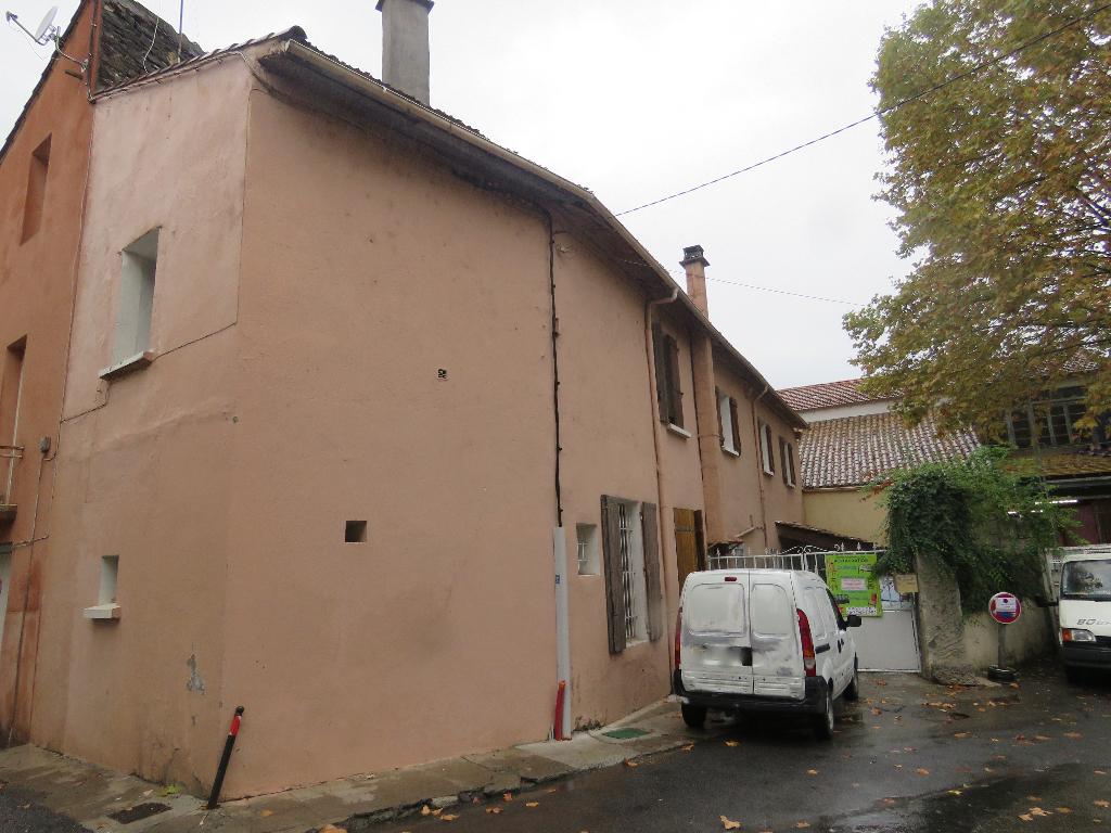Maison Saint Ambroix 2 appartements + cour