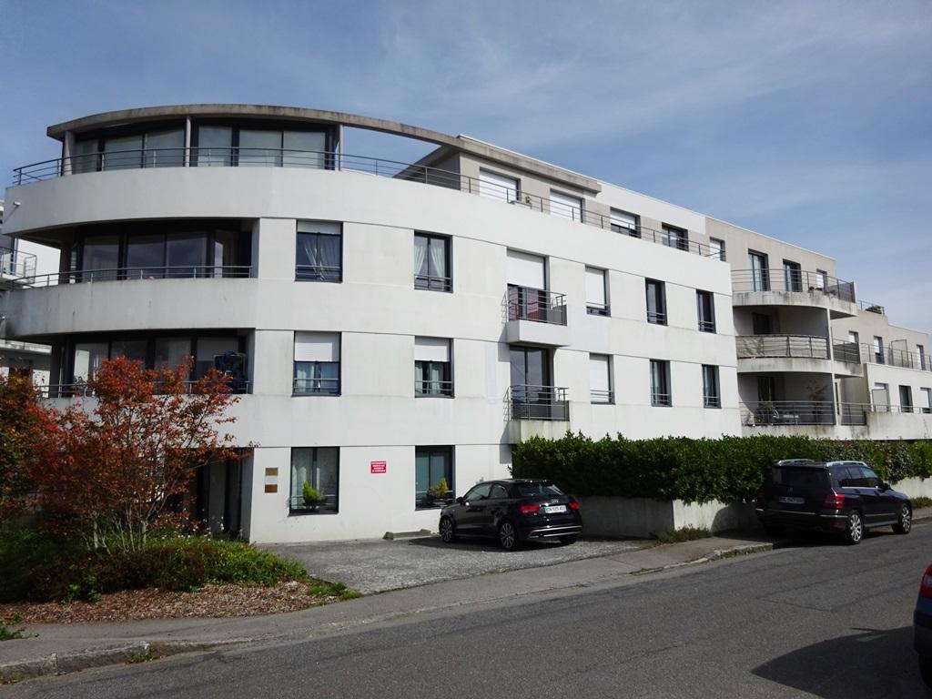 A VENDRE  BREST  SAINT MARC  APPARTEMENT T3  67.38 m2  TERRASSE 34 m²  RÉSIDENCE 2006  ASCENSEUR